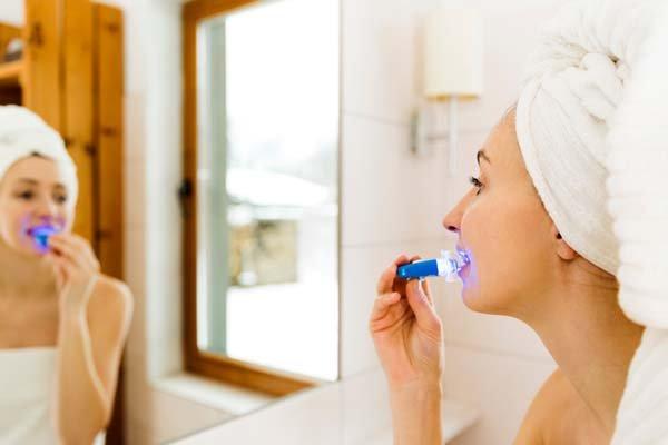 Tannbleking hjemme med LED-lys